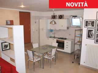 Foto - Trilocale via per Casamassima, Valenzano