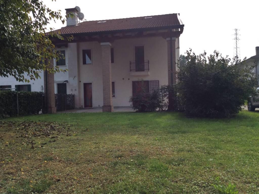 foto  Casa indipendente via XXIX aprile, 12, Pozzoleone