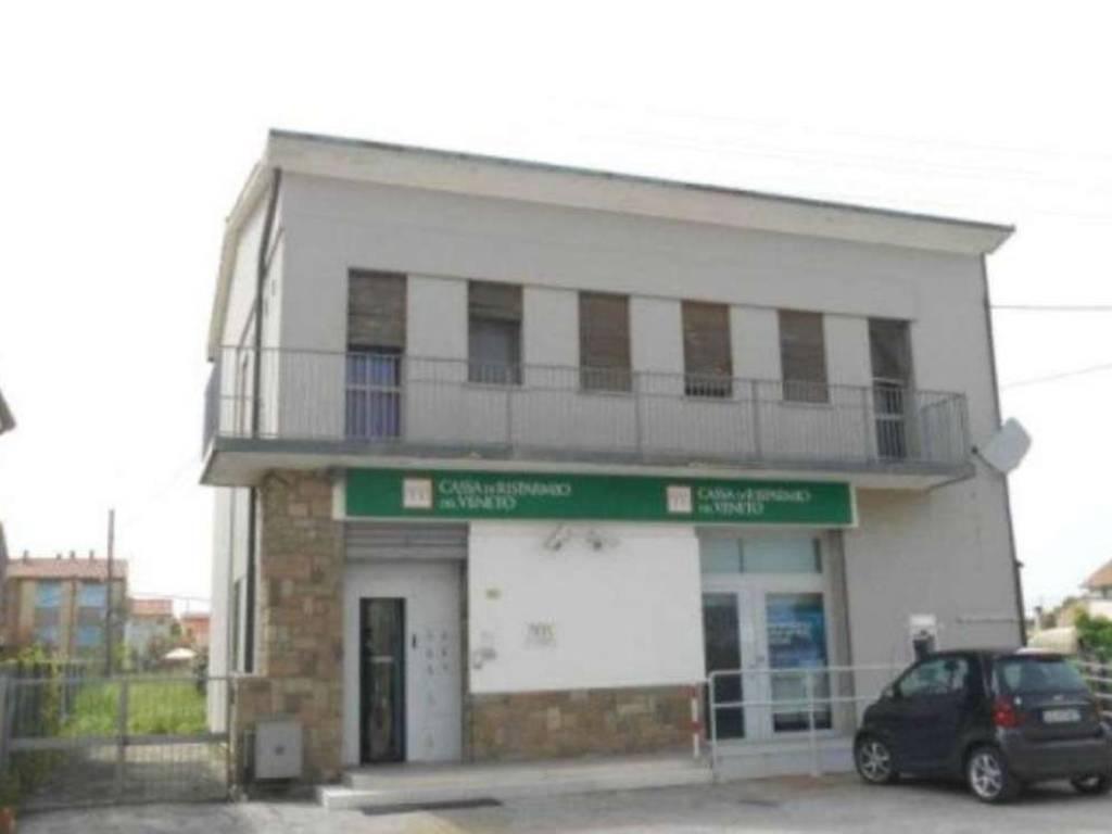 foto  Filiale bancaria in Vendita a Villanova Marchesana