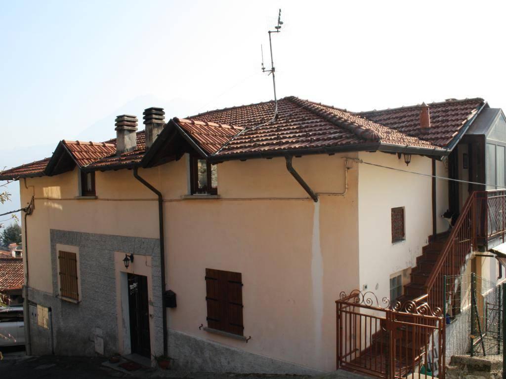 foto Esterno Villa via Oreste Pinchetti 13, Dizzasco