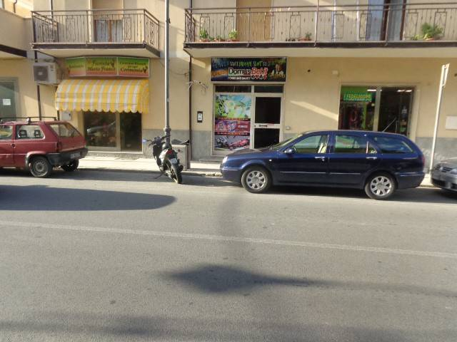 foto  Negozio in Vendita a Roccella Ionica