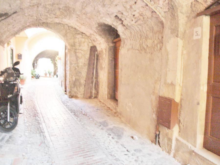 foto  Magazzino in Vendita a Castellaro