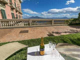 Foto - Appartamento da ristrutturare, su piu' livelli, Vomero, Napoli