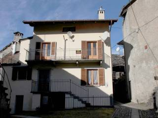 Foto - Casa indipendente via Campo Sportivo, Varzo