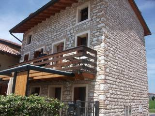Foto - Palazzo / Stabile tre piani, ottimo stato, Ranzano, Fontanafredda