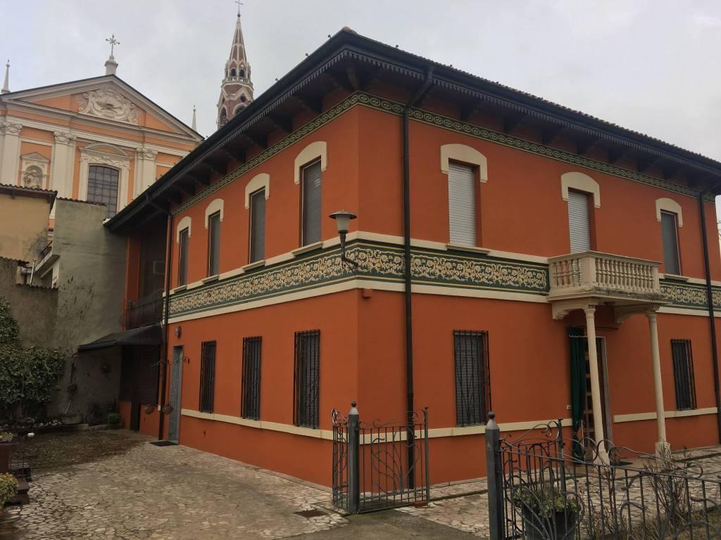 foto  Palazzo / Stabile due piani, buono stato, Verolavecchia
