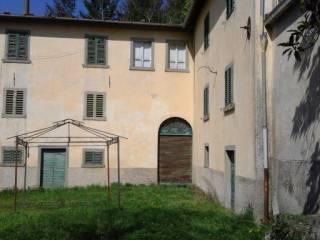 Foto - Villa, da ristrutturare, 500 mq, Poppi
