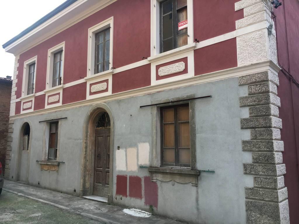 foto  Palazzo / Stabile due piani, da ristrutturare, Palaia