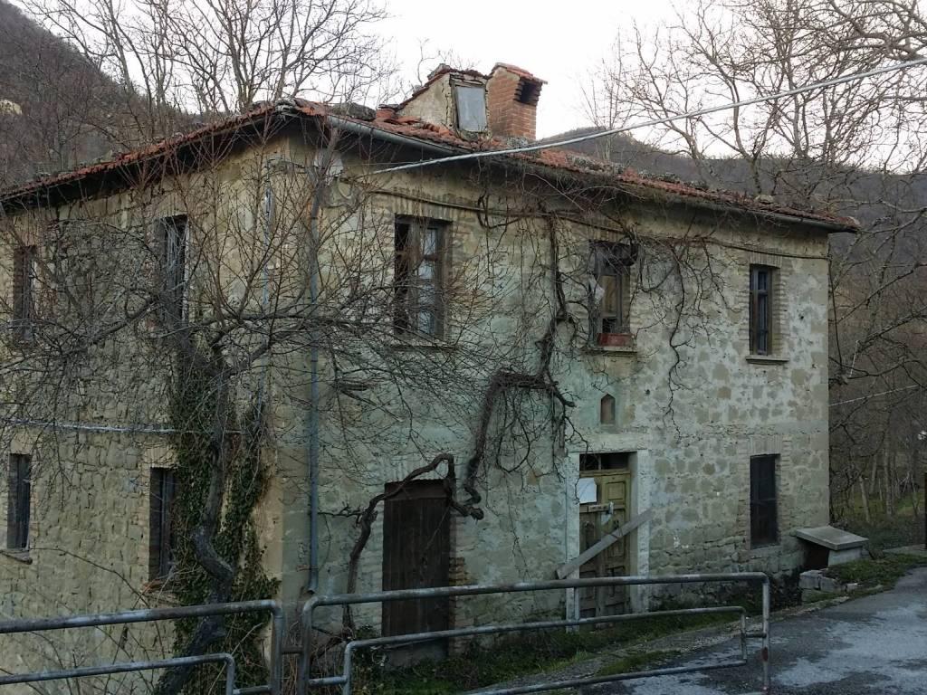 foto  Rustico / Casale frazione Piano 64, Montegallo