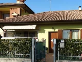 Foto - Villetta a schiera via Sandro Pertini 2E, Malagnino