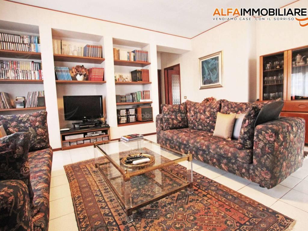 foto  Villa via Mario Cicogna Mozzone 4, Terdobbiate
