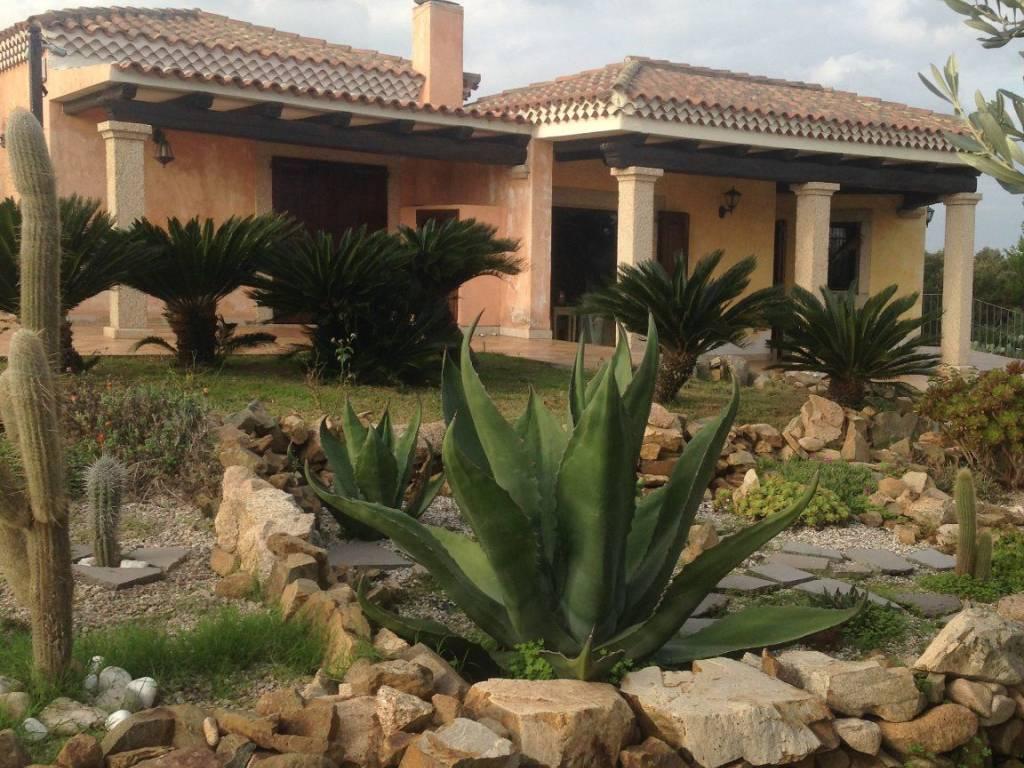 foto  Villa unifamiliare via Bassacutena, Arzachena