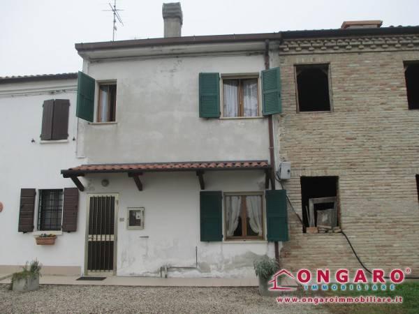 foto  Casa indipendente piazza Castelvecchio, Ro