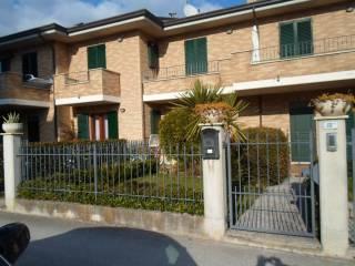 Foto - Quadrilocale via Raffaello Sanzio 59, Rubbianello, Monterubbiano