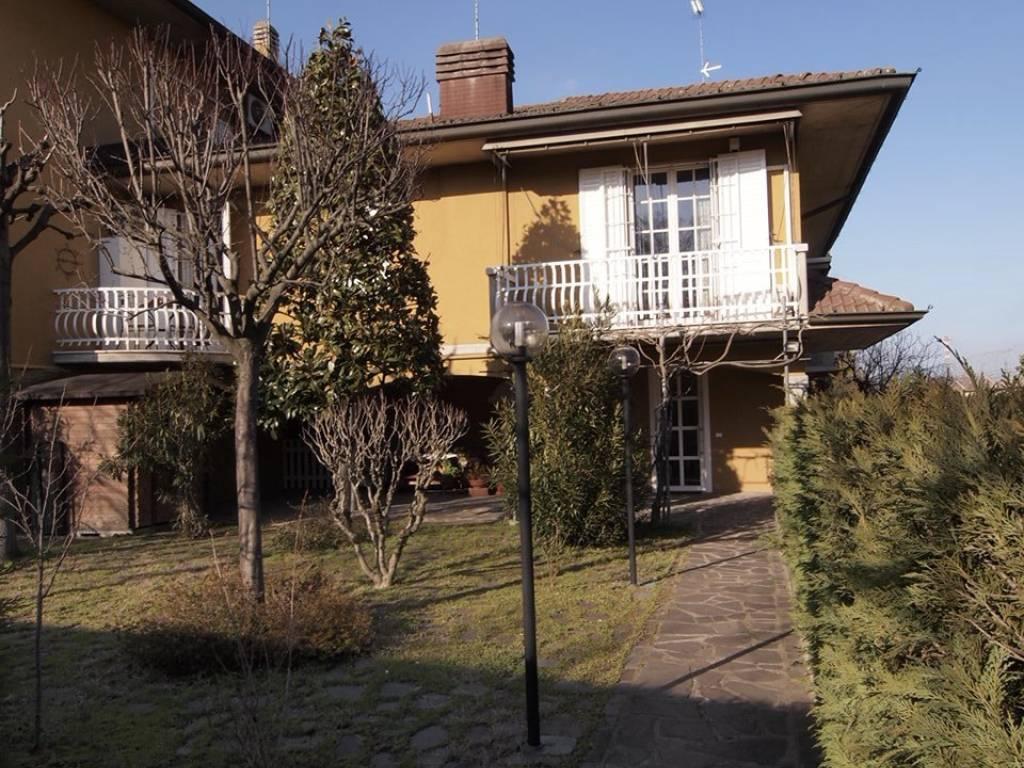 Vendita Villa in via Teresina Burchi Modena. Buono stato, balcone ...