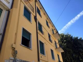 Foto - Palazzo / Stabile tre piani, buono stato, Veronetta, Verona