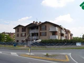 Case in affitto solaro for Affitti appartamenti non arredati