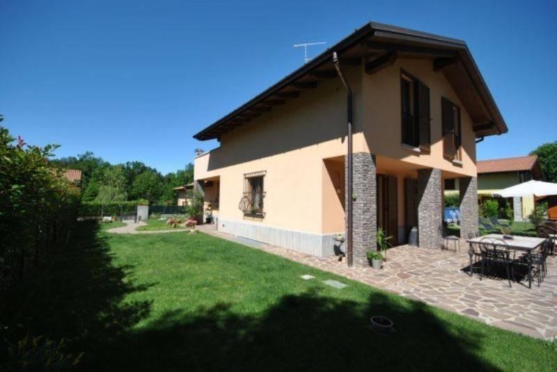 foto  Villa unifamiliare, ottimo stato, 210 mq, Galliate Lombardo