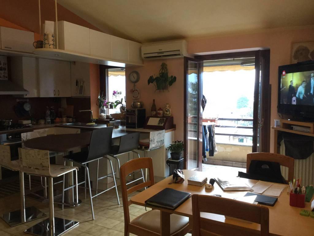 foto soggiorno-cucina Trilocale piazza Giuseppe Garibaldi 3, Canzo
