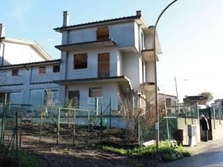 Foto - Quadrilocale via Giotto Filesi 19, Vasanello