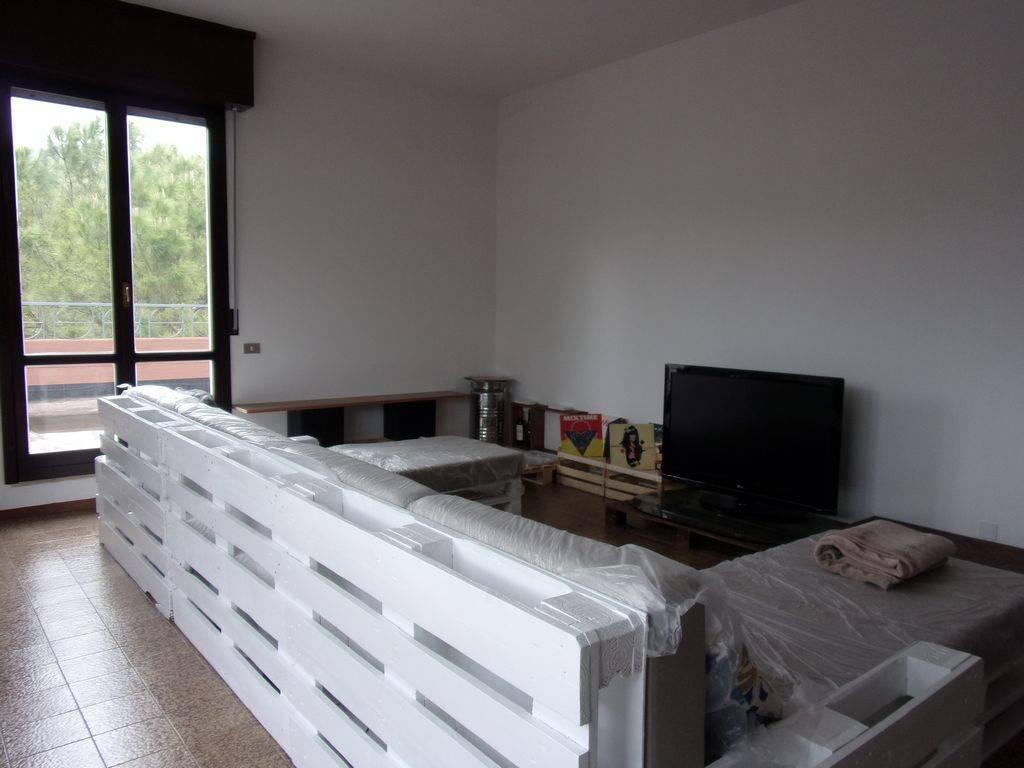 foto  Apartment good condition, third floor, Fermignano