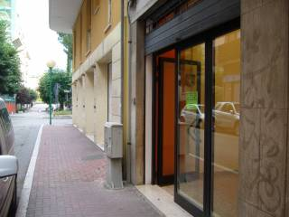 Foto - Box / Garage via Pesaro 17, Via Venezia - Lungofiume Paolucci, Pescara