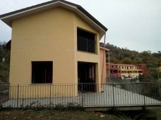 Foto - Villetta a schiera 5 locali, nuova, Caprigliola, Aulla