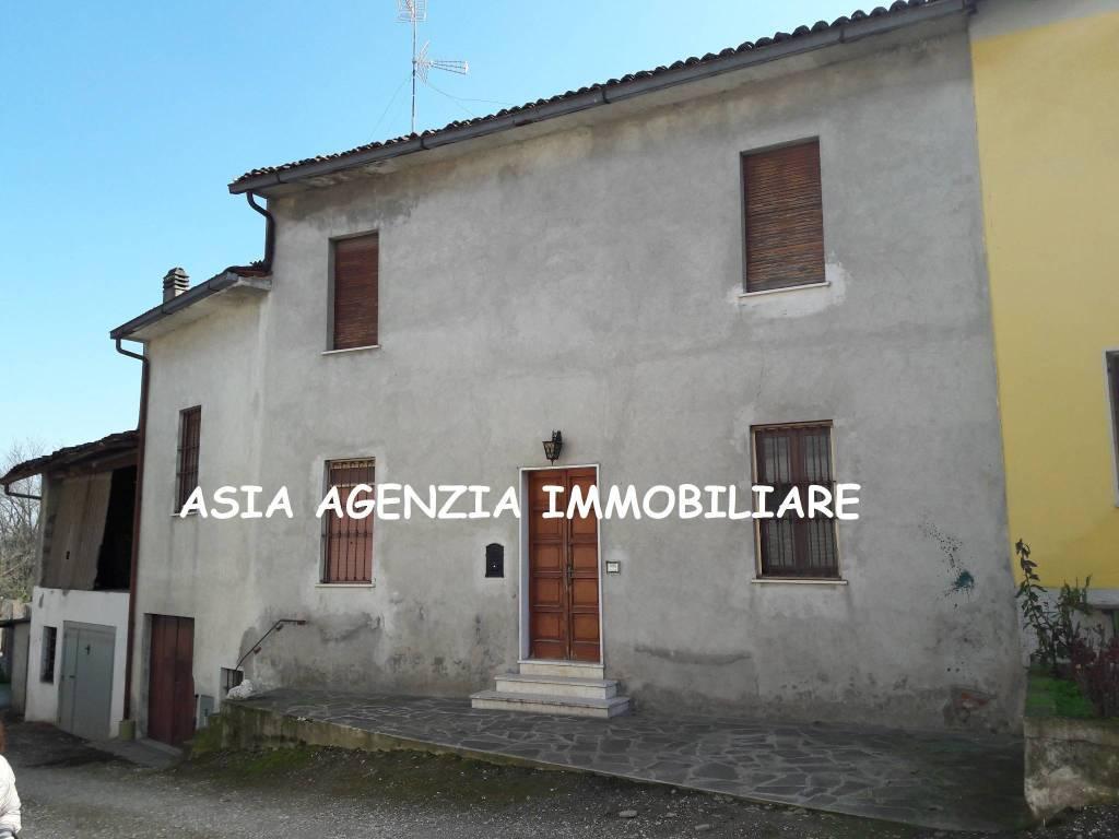 foto  Casa indipendente piazza, Castelvisconti