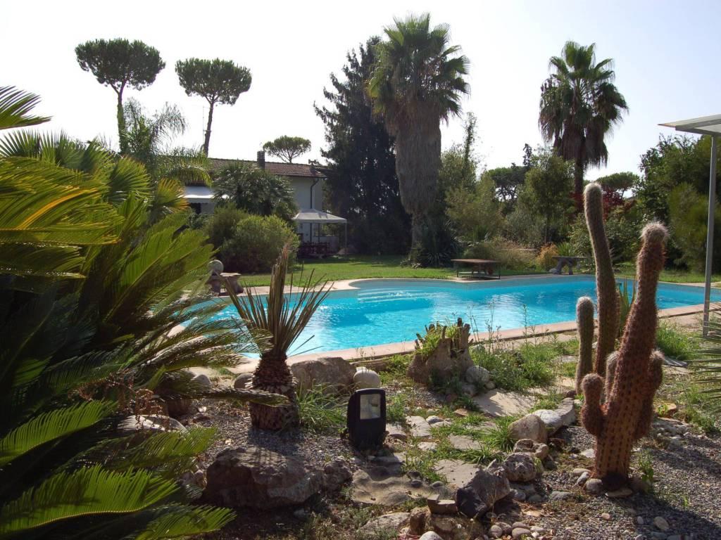 foto  Villa unifamiliare, buono stato, 216 mq, Massarosa