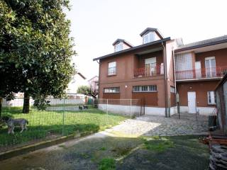 Foto - Palazzo / Stabile tre piani, buono stato, Settala