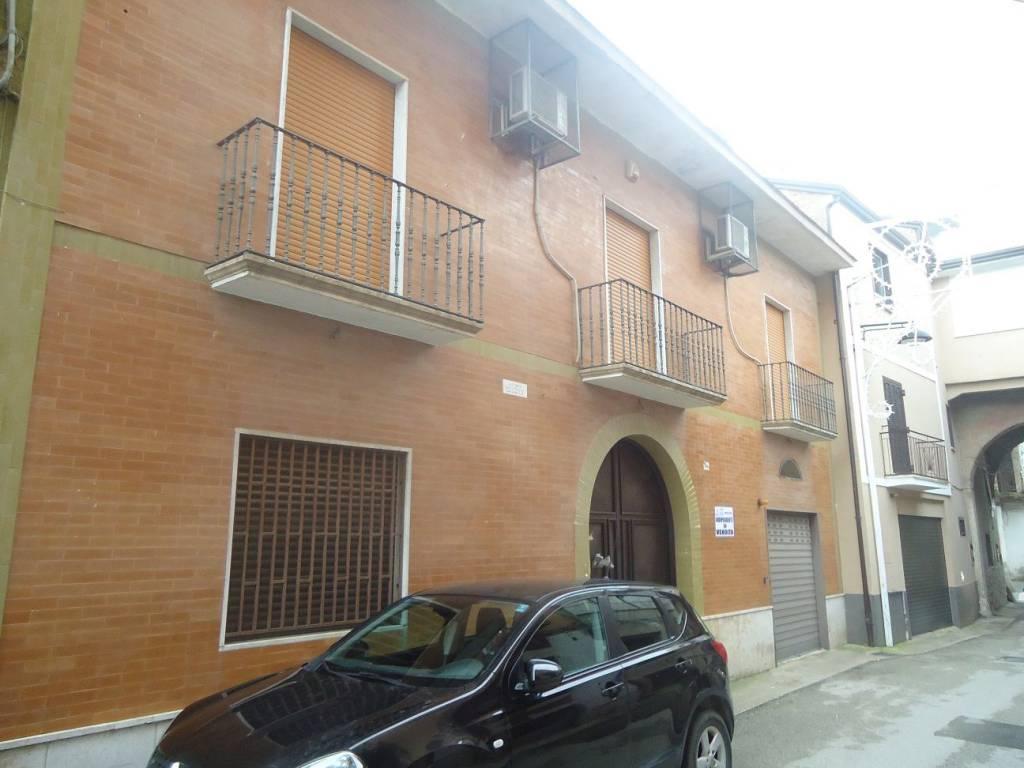 foto  Palazzo / Stabile via Gaetano Rossi, Bellona