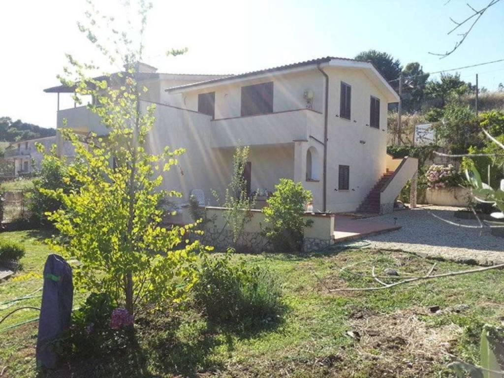 foto villa cecchina nuova 2 Villa traversa via monteporzio catone, Ardea