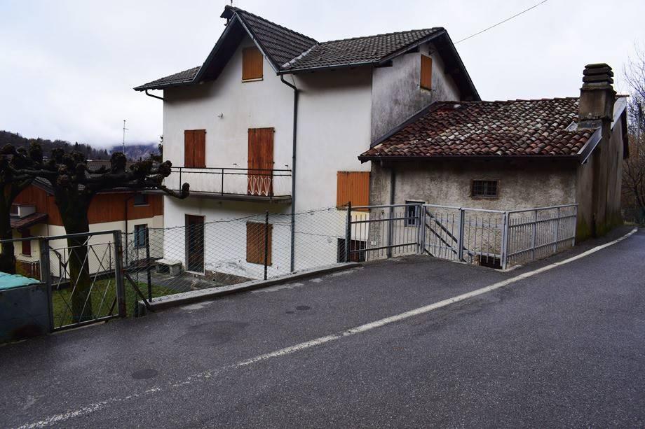 foto  Detached house via Fondo, Aviatico