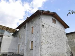 Foto - Palazzo / Stabile cinque piani, da ristrutturare, Chiuro