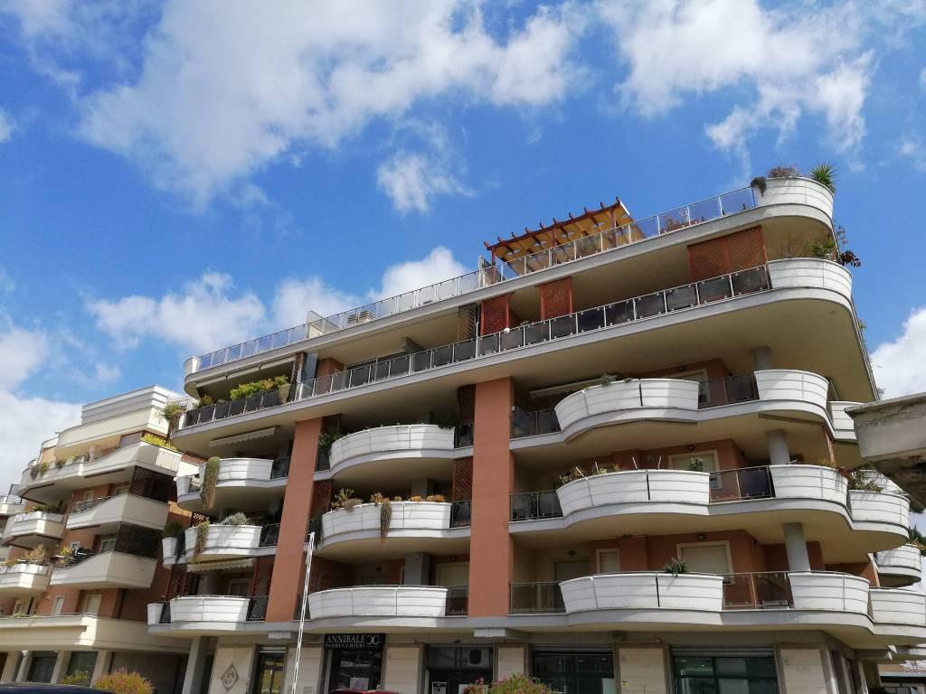 Vendita Appartamento Roma. Trilocale in viale Gianluigi ...