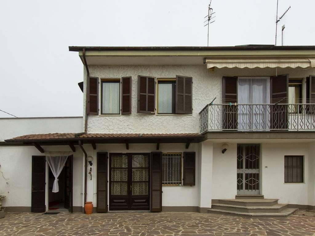 foto  Villa corso Giambattista Volpini, Isola d'Asti