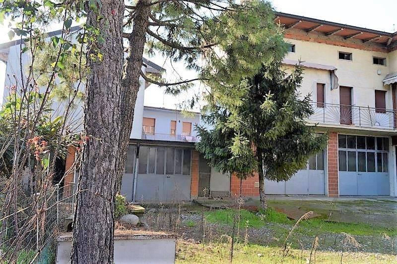 foto  Building via Giuseppe Mazzini, Mornico al Serio