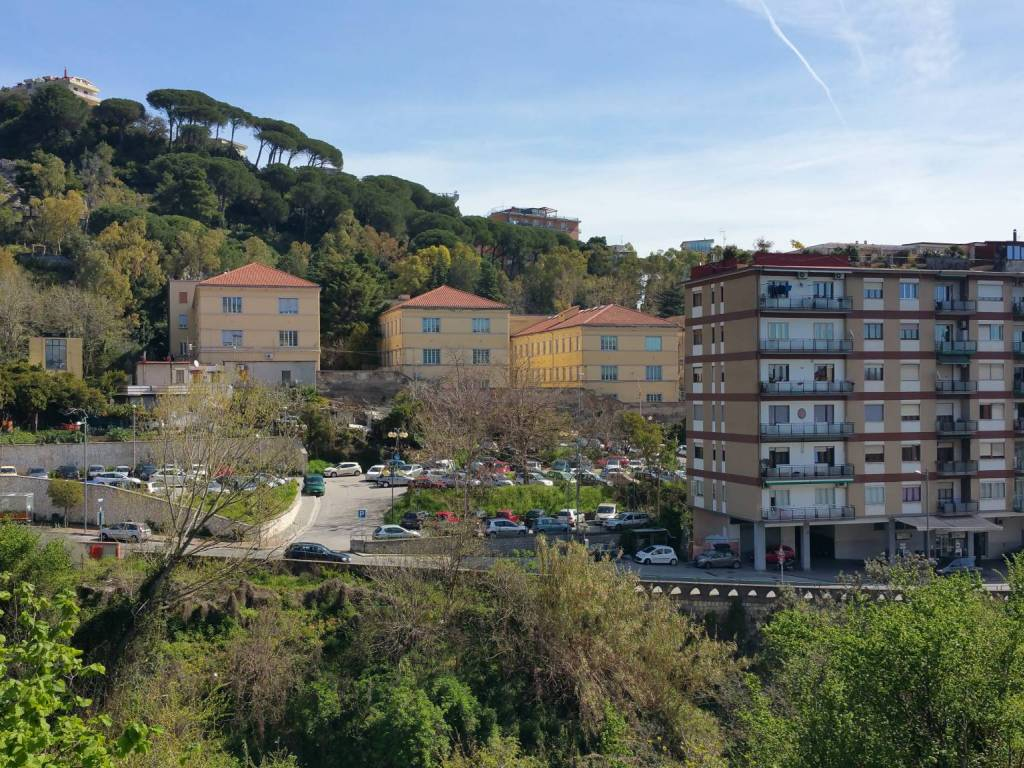 Ufficio Casa Salerno Via Principessa Sichelgaita : Vendita appartamento salerno. trilocale in via principessa