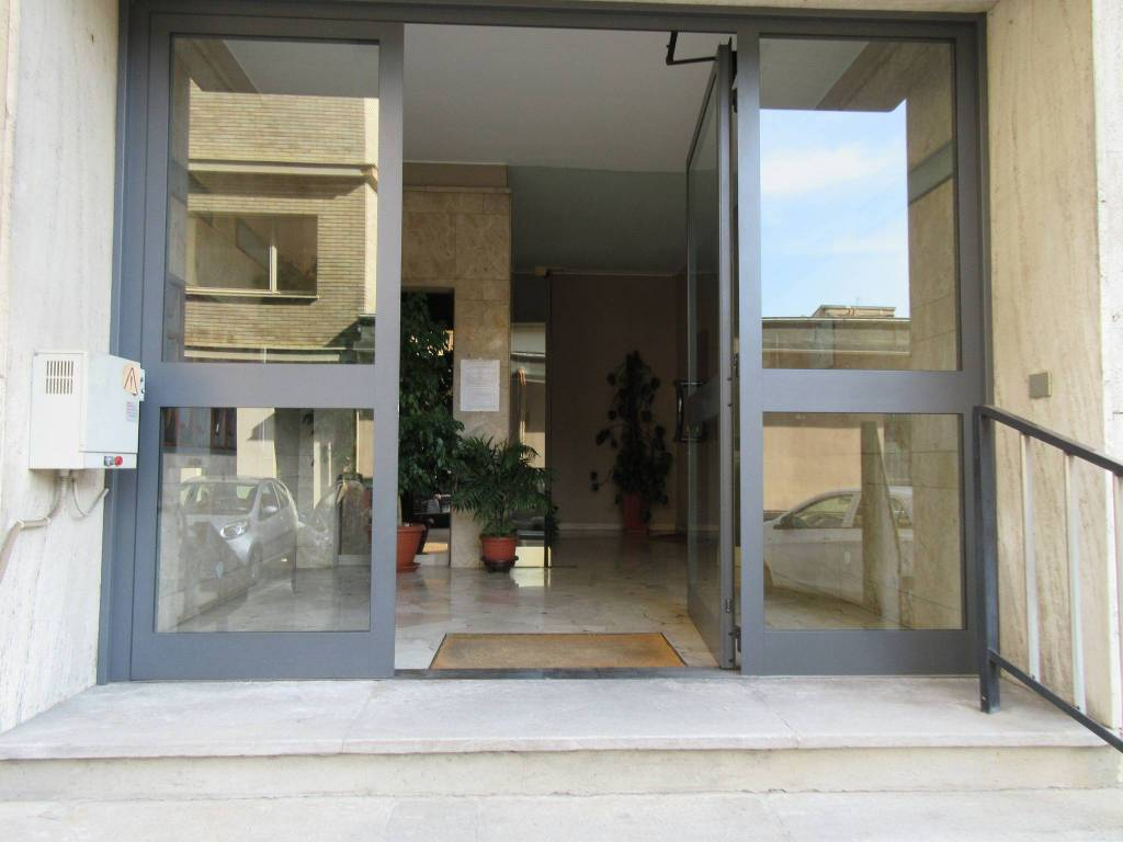 foto atrio Четырехкомнатная квартира via Dante Alighieri, Como