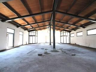 Annunci immobiliari affitto negozi e locali commerciali for Locali commerciali in affitto roma centro