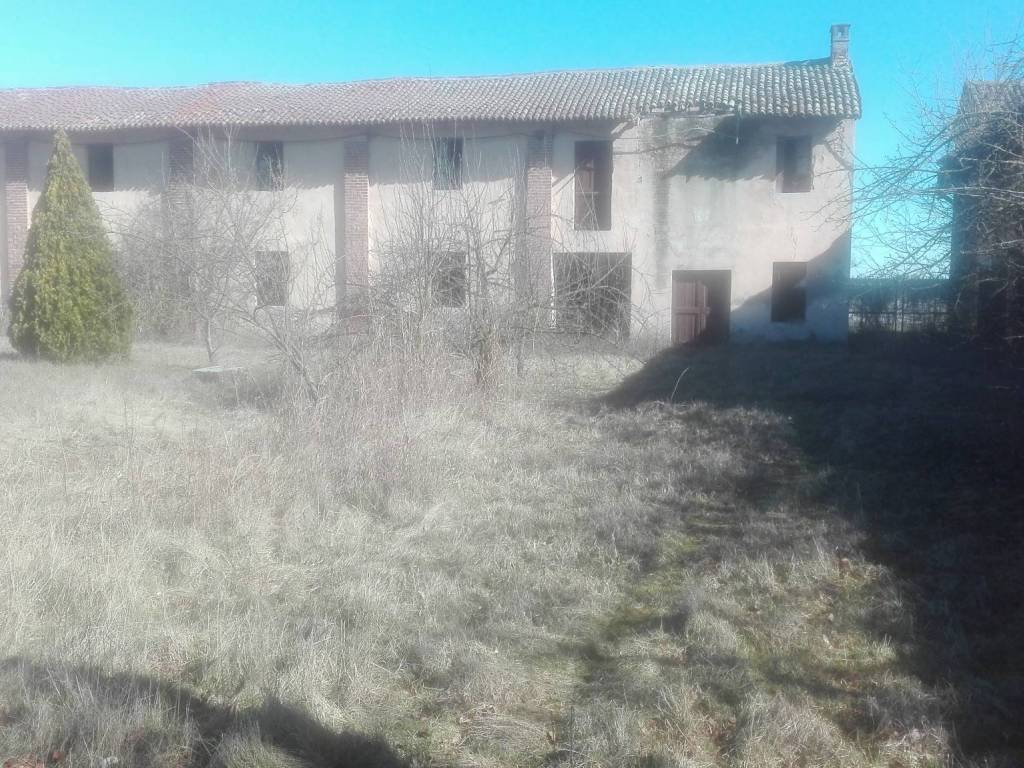 foto  Rustico / Casale, da ristrutturare, 3000 mq, San Giorgio di Lomellina