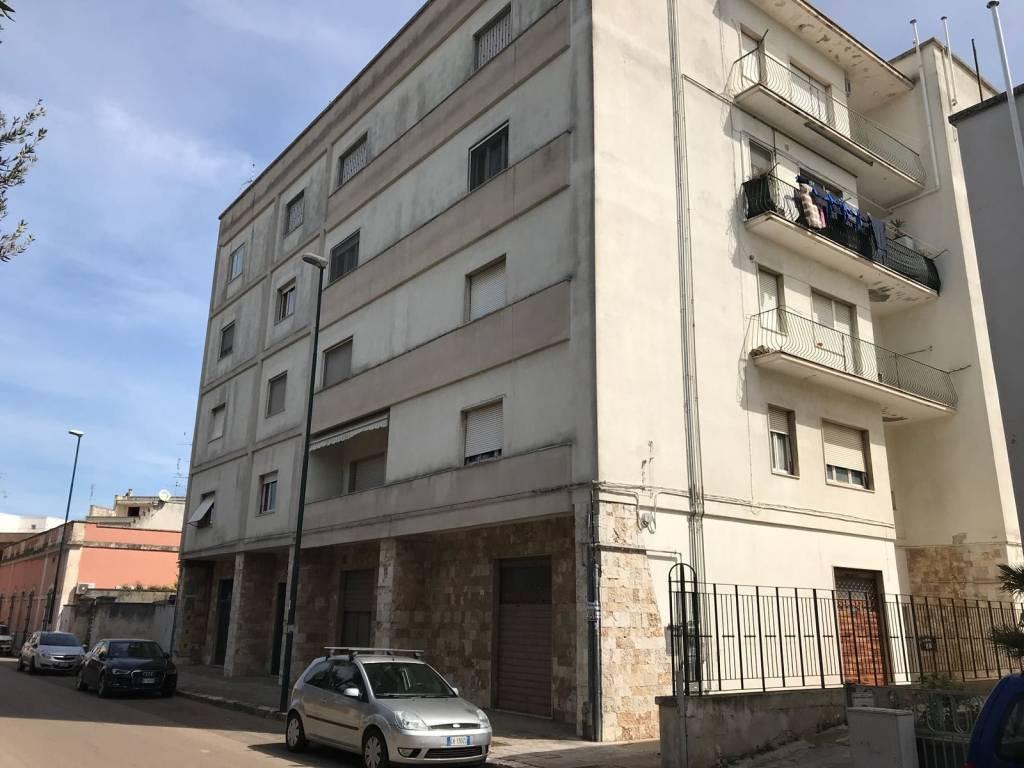 Vendita Carta Da Parati Lecce.Vendita Appartamento San Cesario Di Lecce Trilocale In Via Vittorio