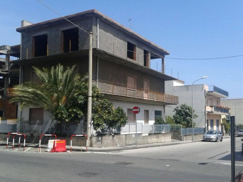 foto Esterno Palazzo / Stabile via Federico De Roberto, Mascali