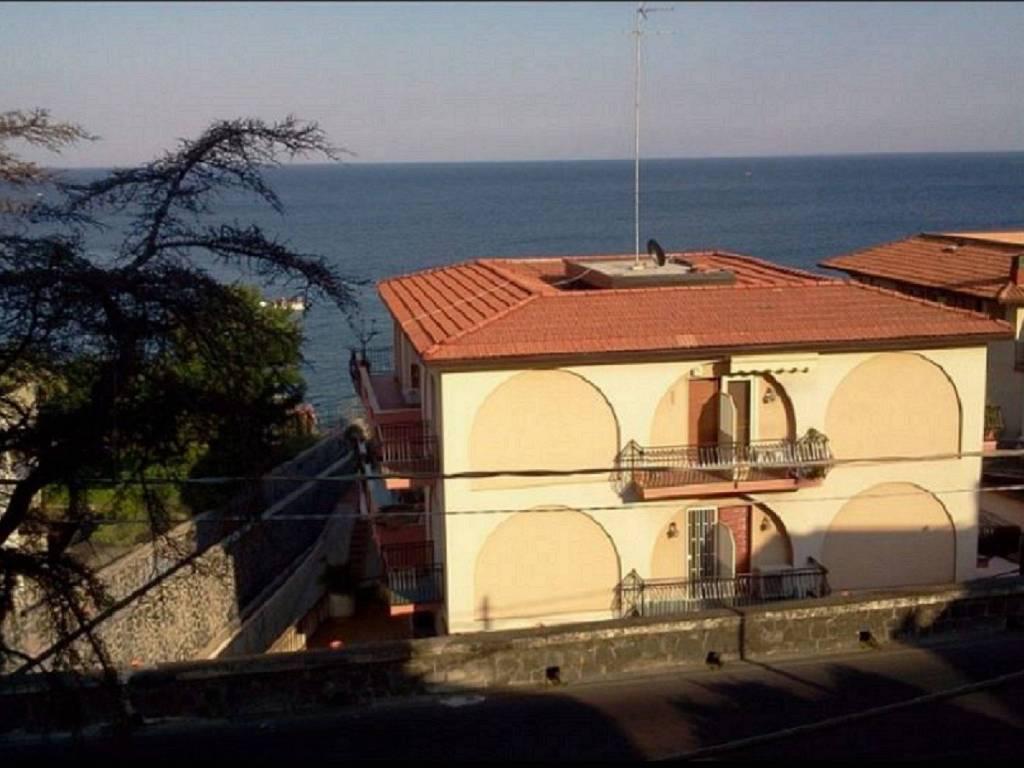 foto esposizione Appartamento via Livorno, Aci Castello