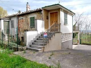 Foto - Quadrilocale da ristrutturare, piano terra, Castelplanio