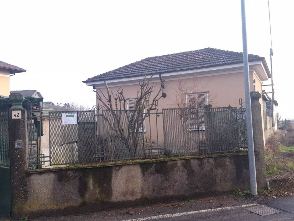 foto ESTERNO Villa unifamiliare via Carengo, Vercelli