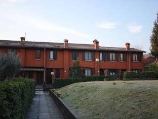 Foto - Villetta a schiera 4 locali, buono stato, Arlate, Calco
