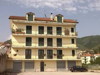 Foto - Quadrilocale via Luonghi, Capitignano, Giffoni Sei Casali