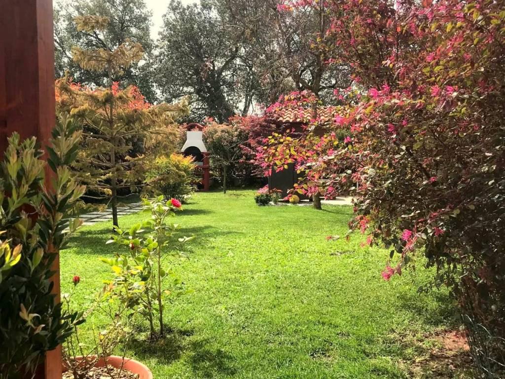 Il giardino di ninfa oasi a due passi da roma u vado al massimo