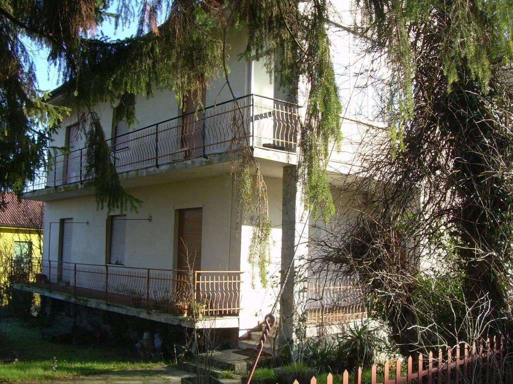 foto  Villa via Martiri della Benedicta, Casaleggio Boiro